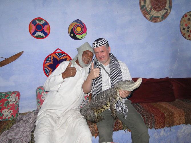Imprezator na imprezie w stylu arabskim