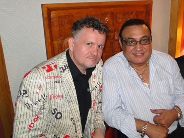 Dj, konferansjer Imprezator i Don Vasyl na festiwalu Cygańskim